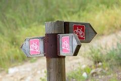 Segno della giunzione del percorso ciclabile Fotografia Stock