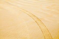 Segno della gomma in sabbia immagine stock