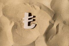 Segno della Lira sulla sabbia immagine stock libera da diritti
