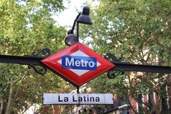 Segno della metropolitana di Madrid Spagna - stazione di Latina della La Immagine Stock Libera da Diritti