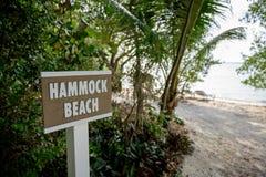 Segno della spiaggia dell'amaca Fotografie Stock