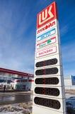 Segno della stazione di servizio di Lukoil Fotografia Stock