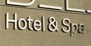 Segno della stazione termale e dell'hotel fotografia stock