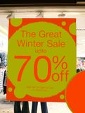 segno della vendita del deposito la grande vendita di inverno fino a 70% fuori Fotografie Stock Libere da Diritti