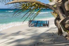 Segno delle Barbados che pende dalla palma Fotografie Stock Libere da Diritti