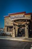 Segno dello steakhouse della mucca texana all'entrata Fotografia Stock Libera da Diritti