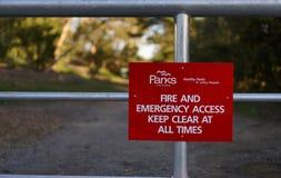 Segno di Access di emergenza e del fuoco immagini stock libere da diritti