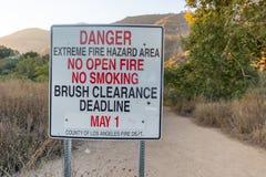Segno di area di incendio violento del pericolo Fotografia Stock