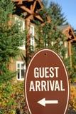 Segno di arrivo dell'ospite. immagini stock