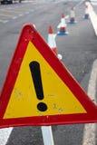 Segno di attenzione Traffico stradale limitato Triangolo con il confine rosso Esclusione alla via Immagini Stock Libere da Diritti