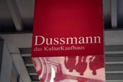 Segno di biblioteca di Dussmann das KulturKaufhaus fotografia stock libera da diritti