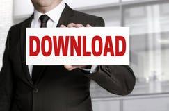 Segno di download tenuto dall'uomo d'affari Immagini Stock Libere da Diritti