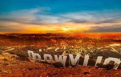 Segno di fama mondiale di Hollywood al tramonto fotografia stock
