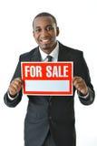 Segno di Holding For Sale dell'uomo d'affari Immagini Stock Libere da Diritti