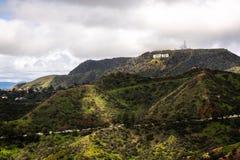 Segno di Hollywood con bello paesaggio fotografie stock