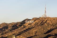 Segno di Hollywood e Mt rifugi Immagini Stock Libere da Diritti