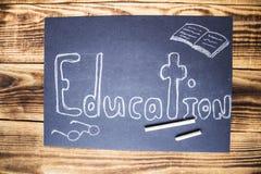 Segno di istruzione sul bordo di gesso con gesso Fotografie Stock Libere da Diritti