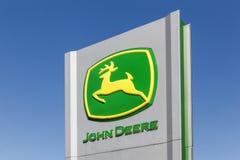 Segno di John Deere su un pannello Fotografie Stock Libere da Diritti