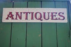 Segno di legno degli oggetti d'antiquariato Immagini Stock