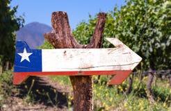 Segno di legno del Cile con il fondo della cantina Fotografia Stock