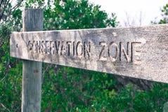 Segno di legno di zona di conservazione immagini stock libere da diritti