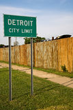 Segno di limite di città di Detroit Michigan immagini stock
