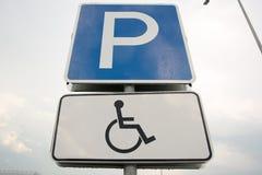 Segno di parcheggio andicappato Fotografia Stock