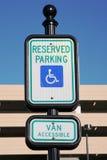 Segno di parcheggio andicappato immagine stock libera da diritti