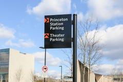 Segno di parcheggio di parcheggio del teatro della stazione di Princeton fotografie stock libere da diritti