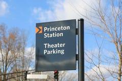 Segno di parcheggio di parcheggio del teatro della stazione di Princeton fotografia stock