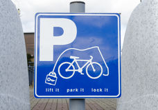 Segno di parcheggio della bicicletta Fotografie Stock Libere da Diritti