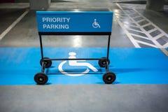 Segno di parcheggio di priorità Fotografia Stock