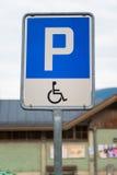 Segno di parcheggio handicappato Fotografia Stock