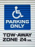 Segno di parcheggio reso non valido Fotografia Stock