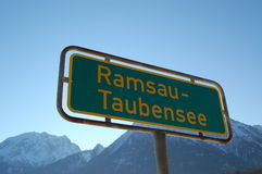 Segno di Ramsau-Taubensee immagini stock