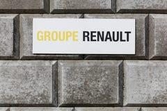 Segno di Renault del gruppo su una parete Fotografia Stock Libera da Diritti