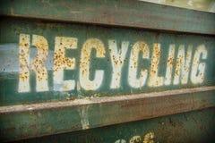 Segno di riciclaggio stagionato Fotografia Stock Libera da Diritti