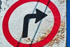 Segno di Rusty Circular Turn Right Traffic Fotografie Stock Libere da Diritti