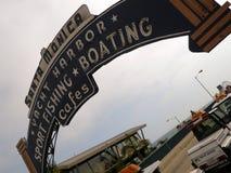 Segno di Santa Monica Pier Fotografie Stock