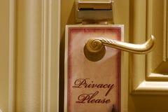Segno di segretezza su un portello dell'hotel Fotografia Stock