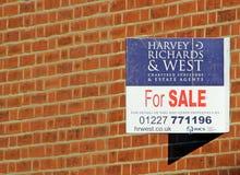 Segno di vendita della proprietà Immagini Stock