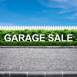 Segno di vendita di garage Immagini Stock Libere da Diritti