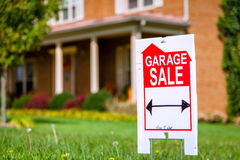 Segno di vendita di garage Immagine Stock Libera da Diritti