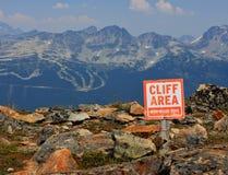 Segno di zona della scogliera del pericolo Fotografie Stock Libere da Diritti