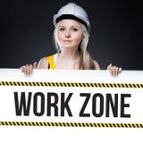 Segno di zona di lavoro sul bordo del modello, donna del lavoratore immagini stock libere da diritti