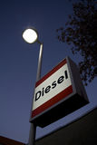 Segno diesel alla stazione di servizio fotografie stock libere da diritti