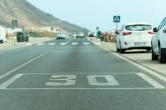 Segno dipinto su asfalto Fotografia Stock Libera da Diritti