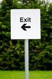 Segno direzionale dell'uscita del parcheggio Fotografie Stock Libere da Diritti