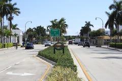 Segno e città del Lauderdale-da--Mare Fotografia Stock Libera da Diritti