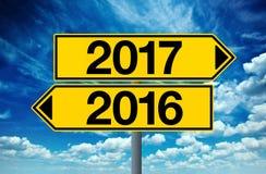 segno 2016 e 2017 della strada trasversale Fotografia Stock Libera da Diritti